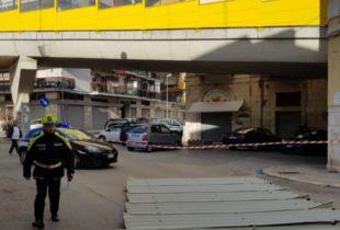 Barletta – Danni vento forte: caduta una tettoia in via Torino