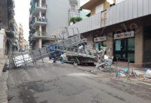 Canosa – Crolla un ponteggio in pieno centro: due persone ferite