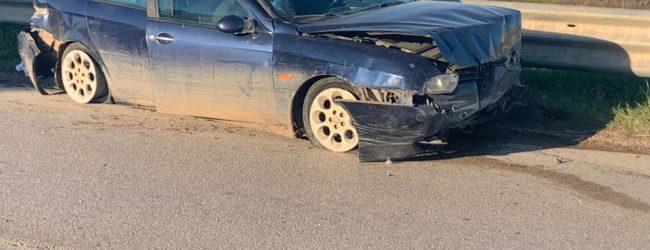 Andria – Grave incidente sulla ex 98: auto carica di olive perde il controllo. Ragazzo di colore in codice rosso. VIDEO e FOTO