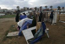 """Barletta – Tendopoli a cielo aperto sulla spiaggia di Ponente: """"Vivono in condizioni estreme"""". FOTO"""