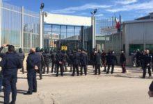 Panico a Foggia! Evasi 20 detenuti dal carcere: stanno rubando auto costringendo le attività a chiudere. VIDEO ESCLUSIVI