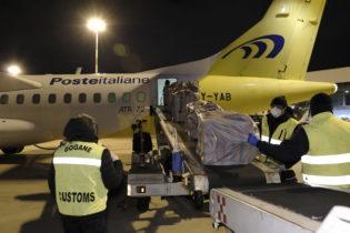 Donate 200mila mascherine chirurgiche dalla Cina alla Puglia. FOTO