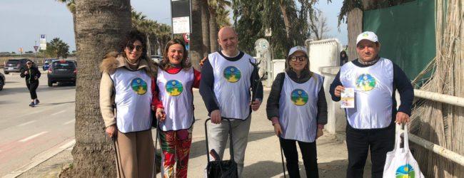 """I volontari de """"La Via della Felicità"""" ripuliscono la spiaggia di Barletta.  FOTO BATmagazine – Notizie d'approfondimento di Barletta Andria Trani –  provincia bat – Provincia Barletta Andria Trani. Cronaca, politica, sport,"""