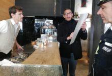 Trani – Coronavirus: il sindaco consegna nei bar locandine per prevenzione. VIDEO