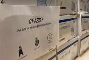 """Trani – Il """"Vecchio e il Mare"""" e il """"Bubbles"""" donano mascherine chirurgiche al Comune e alla Polizia Locale. FOTO"""