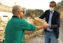 Trani – Strettoia Pozzo piano: il sindaco Bottaro assiste all'abbattimento del muro. VIDEO