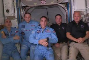 Impresa spaziale: l'equipaggio della Crew Dragon è entrato nella Iss