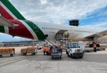Bari – Regione: arrivato volo dalla Cina con 100 mila tute dpi. VIDEO e FOTO