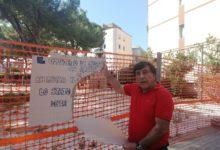 Trani – Partiti lavori pinetina via Andria: Briguglio strappa il cartellone del Comitato di quartiere