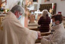 Distribuzione comunione senza guanti e sposi senza mascherina: il decreto dell'Arcidiocesi di Trani-Barletta-Bisceglie